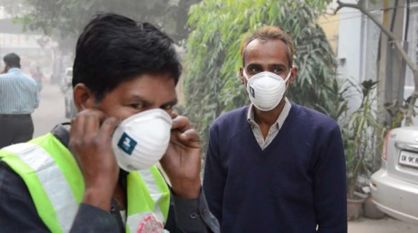 1mg distributes Anti- Pollution masks free of cost to cope with city's haze