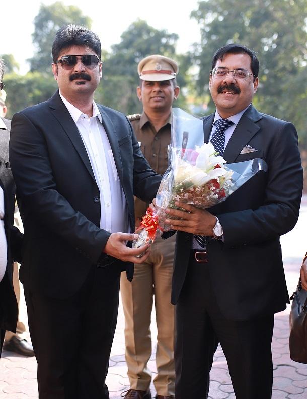 Dr. Irfan Khan (L) Founder EBikeGo receiving Mr. Sanjay Singh Special CP, Delhi