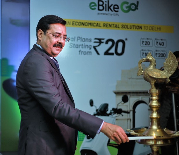 Mr. Sanjay Singh, Special CP, Delhi lighting up the lamp during the launch Garvit eBike