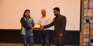 Anand Dhruv, president of HRIA Mumbai Chapter, presented the award to QAD India Human Resources Manager Rupali Mahadik