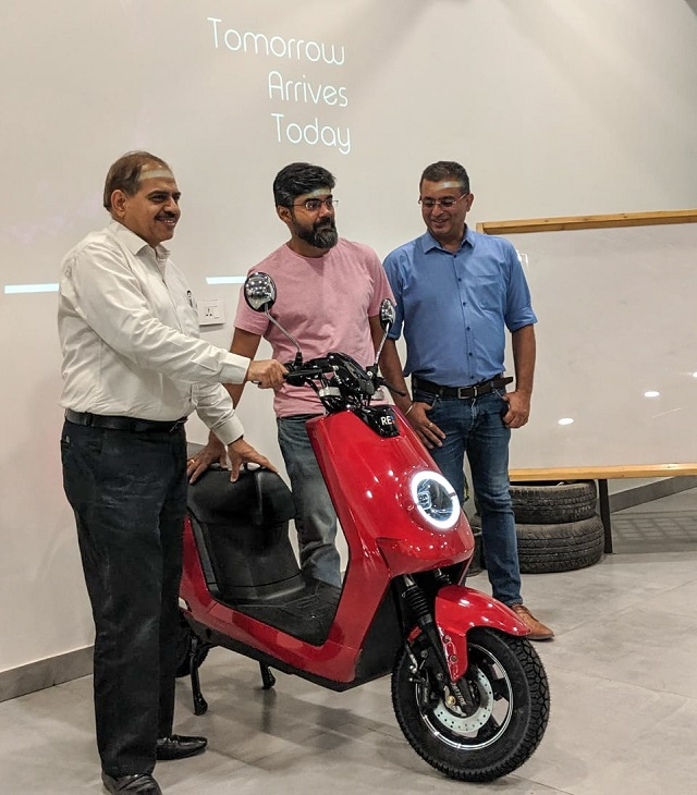 BattRE launches E-Scooter. Left to right- Gajendra Chandel(Ex President Tata Motors), Karthik Chandrasekhar(Founder&CEO, Sangam Ventures) and Nishchal Chaudhary (Founder&CEO, BattRE)