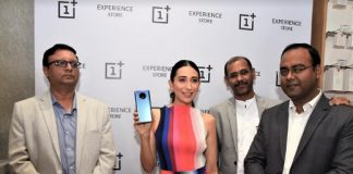 Karisma Kapoor launched OnePlus store at Elpro City Square mall