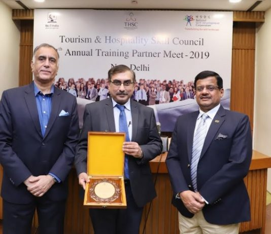 Mr. Anshul Gauba, Director-Sales and Operations, Frankfinn received the prestigious award from Mr. Rajan Bahadur, CEO, THSC and other senior NSDC officials