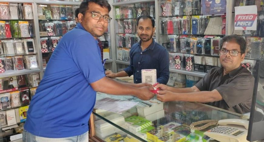 BharatPe executive giving gold coins to shopkeepers