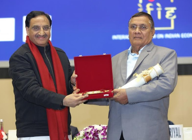 Mr. Indraman Singh accepting his award from Union HRD Minister, Dr. Ramesh Pokhriyal