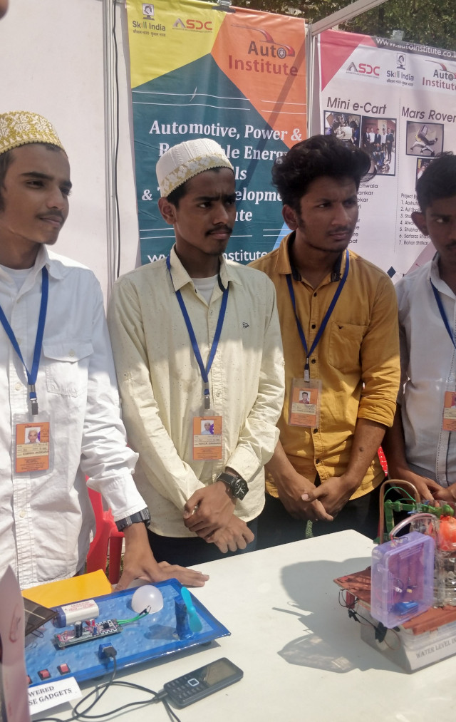 Student Entreprenuers Showcasing their innovations at NES Start-up Fest