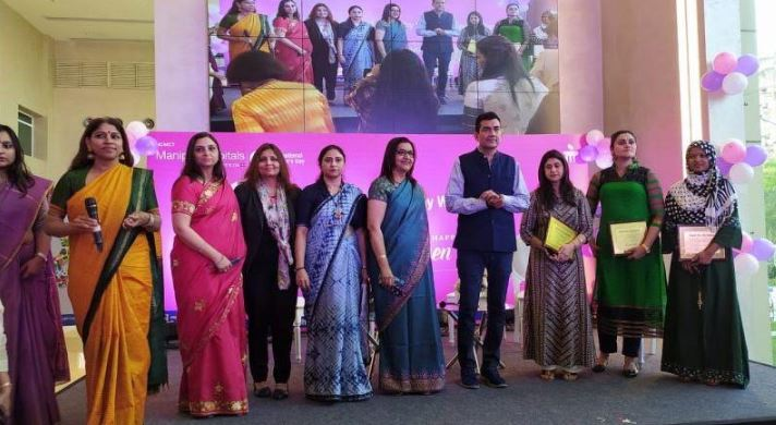 Celebrity Chef Sanjeev Kapoor with Doctors and Survivors during the launch of the Well Women Package at Manipal Hospitals Dwarka, New Delhi